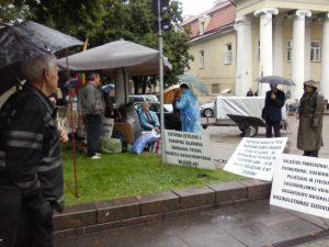 Prie Lietuvos Respublikos Prezidentūros pradėta neterminuotą bado akciją | O. Prockailo nuotr.