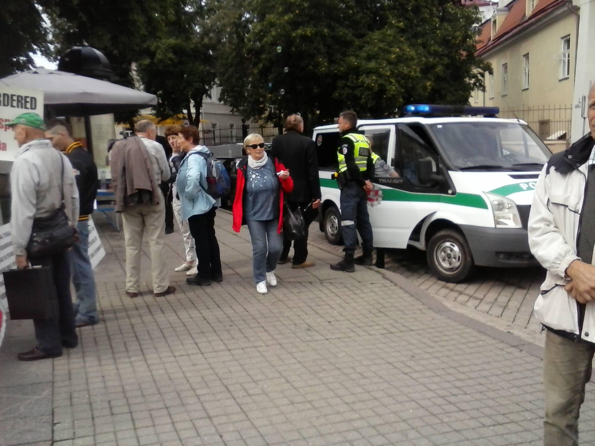 Prie Lietuvos Respublikos Prezidentūros pradėta neterminuotą bado akciją   O. Prockailo nuotr.