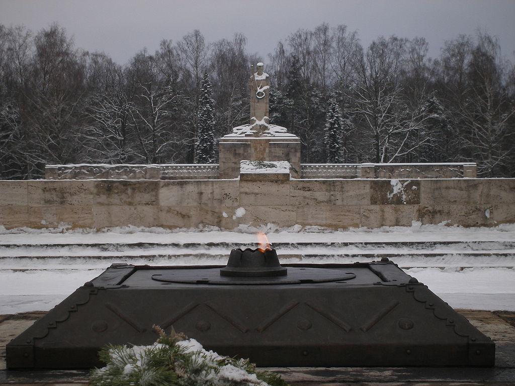 2. Amžinoji ugnis Rygos karių kapinėse (Brāļu kapi) | Wikipedia.org nuotr.