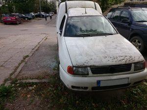 Apleistas automobilis | V. Žygienės nuotr.