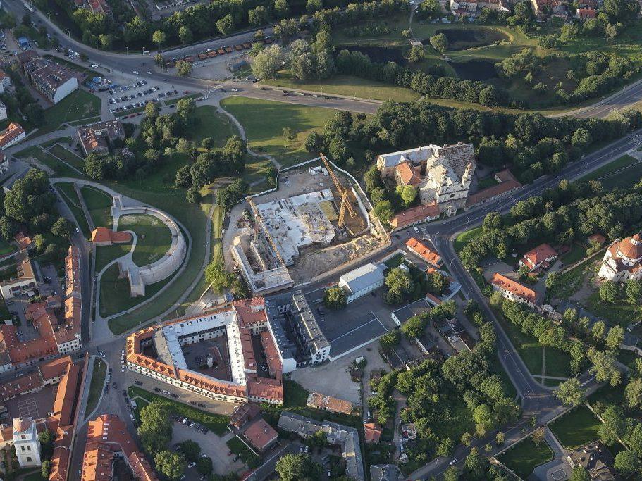 Neregėtas Vilniaus senamiesčio niokojimas – daugiabučių statybvietė Misionierių ansamblyje iš oro baliono | M. Matulevičiaus nuotr.