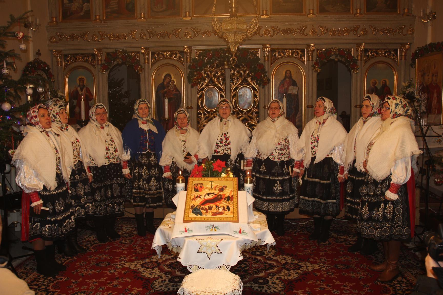 """Moterų folkloro grupė """"Poliana"""" iš Oriabino kaimo (Slovakija)   arinuska.lt nuotr."""