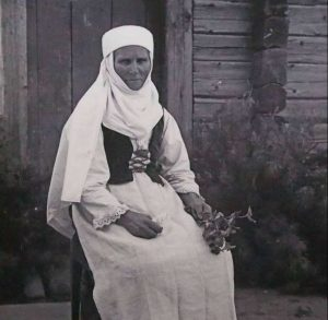 Elzė Jankauskienė su tautiniais drabužiai B. Buračo nuotr.