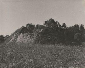 Migonių piliakalnio nuotrauka kasinėjimų metu. 1954-1955 m.
