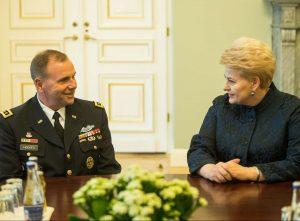 Prezidentė susitiko su JAV sausumos pajėgų vadu generolu leitenantu B. Hodžesu | lrp.lt nuotr.