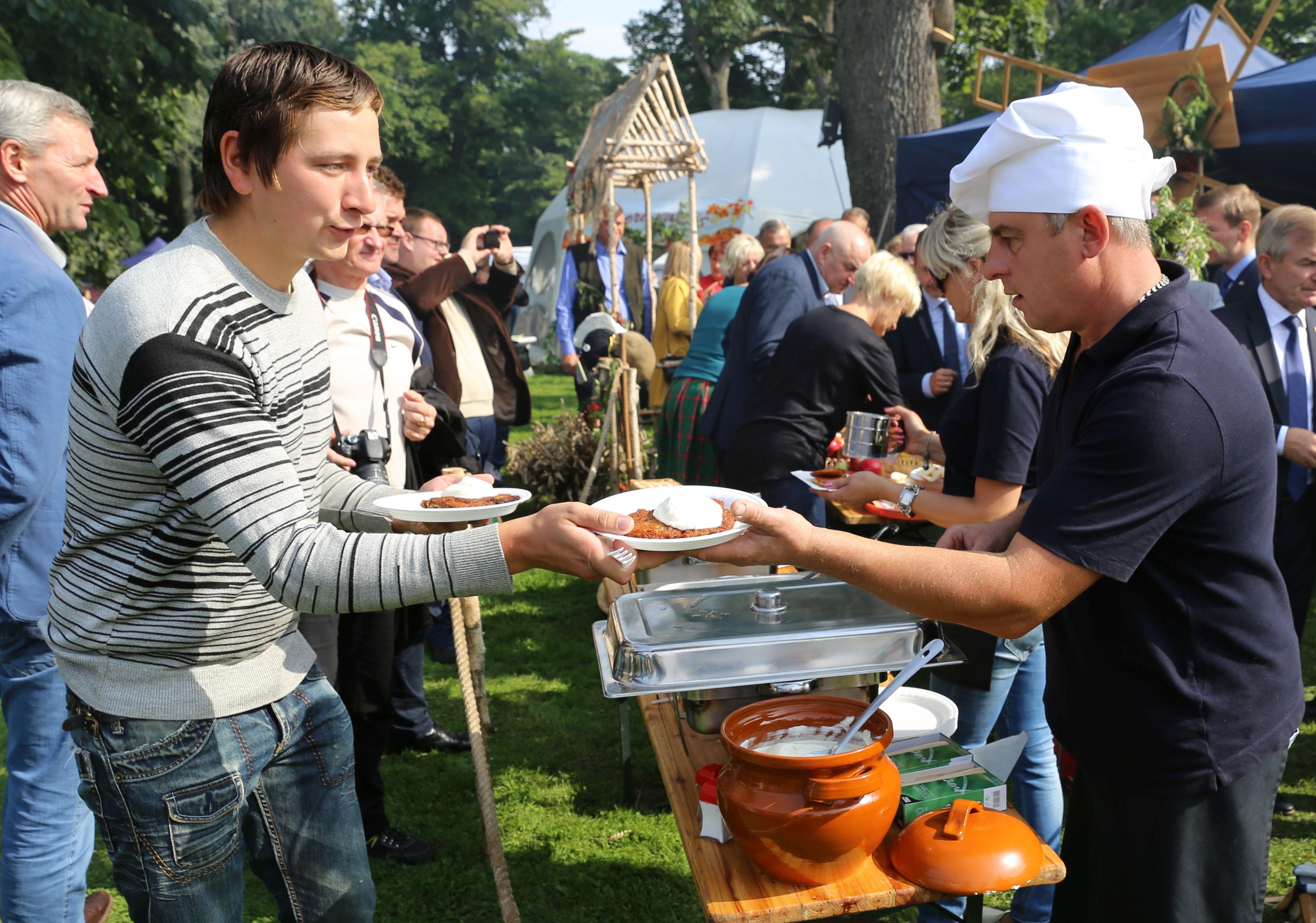 Derliaus šventėje nusilenkta žemdirbiams ir aplinkos puoselėtojams | Kauno rajono savivaldybės nuotr.