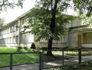 Žydų maldos namų vietoje stovi 1964 m. pastatytas pastatas, kuriame paskutiniu metu buvo įsikūrusi Vytės Nemunėlio pradinė mokykla. Vaizdas iš R, iš kiemo pusės | Kultūros vertybių registro nuotr.