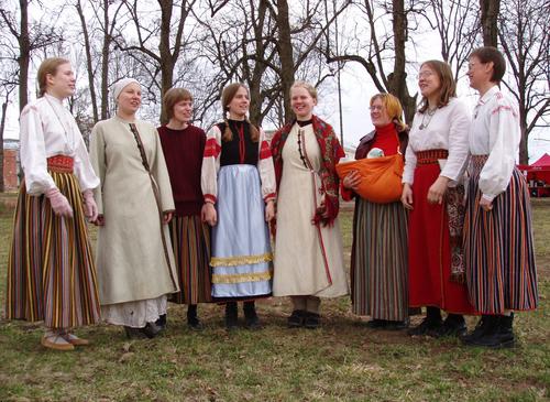 Estų folkloro ansamblis Väike Hellero iš Tartu (Estija) | arinuska.lt nuotr.