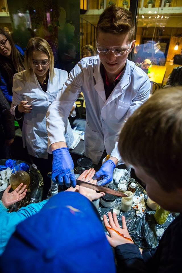 Europos tyrėjų naktyje – minios mokslo gerbėjų, besidominčių ateities sumanymais | Kilimas Arts nuotr.
