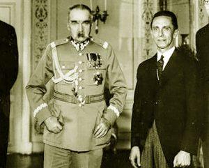 Juzefas Pilsudskis su vienu artimiausių Hitlerio bendražygių ir pasekėjų Jozefu Gebelsu (Joseph Goebbels) 1934-06-15, Varšuvoje | Wikipedia.org nuotr.