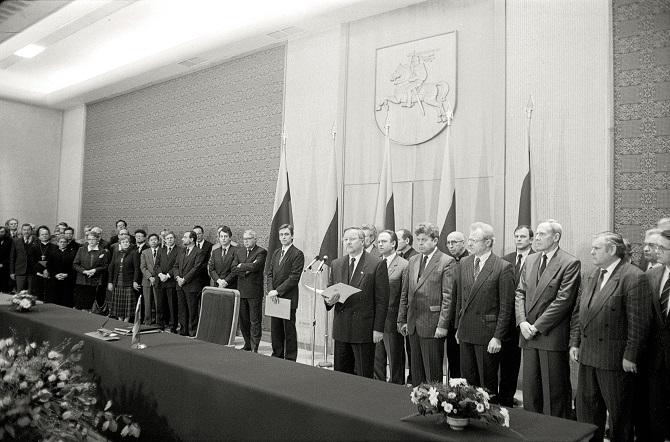 Lietuvos Respublikos Konstitucijos promulgacijos ceremonija, 1992 m. lapkričio 6 d. Lietuvos centrinis valstybės archyvas, 0-124250