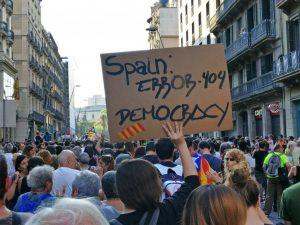 Katalonijoje prieš policijos smurtą protestavo dešimtys tūkstančių žmonių | Twitter.com, P. Rares nuotr