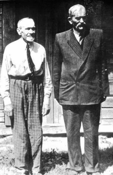 Jaunystės draugai P.Tarasenka ir J.Siminkevičius Pasuojės kaime 1960 m. gegužė | Autoriaus asmeninio archyvo nuotrauka