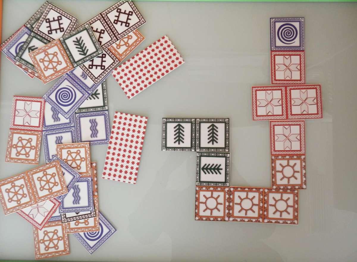 Domino, puoštas baltiškais ženklais   R. Būdinavičienės nuotr.