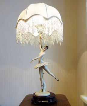 Moderno stiliaus stalinė lempa | D. Slavinsko nuotr.