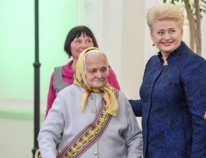 Partizanų ryšininkė Zofija Druktenienė-Gegutė ir Prezidentė | lrp.lt nuotr.