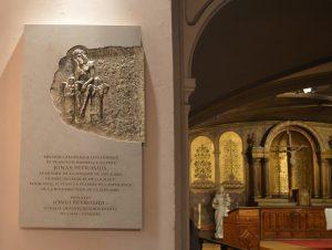 Atidengta memorialinė lenta prelatui Jonui Petrošiui | Lietuviai.fr nuotr.
