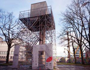 Išniekinta J. Zikaro Kauno Laisvės statula | Alkas.lt nuotr.