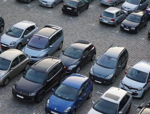 Saugus automobilio statymas daugiabučio kieme – ne lengva užduotis | Pixabay nuotr.
