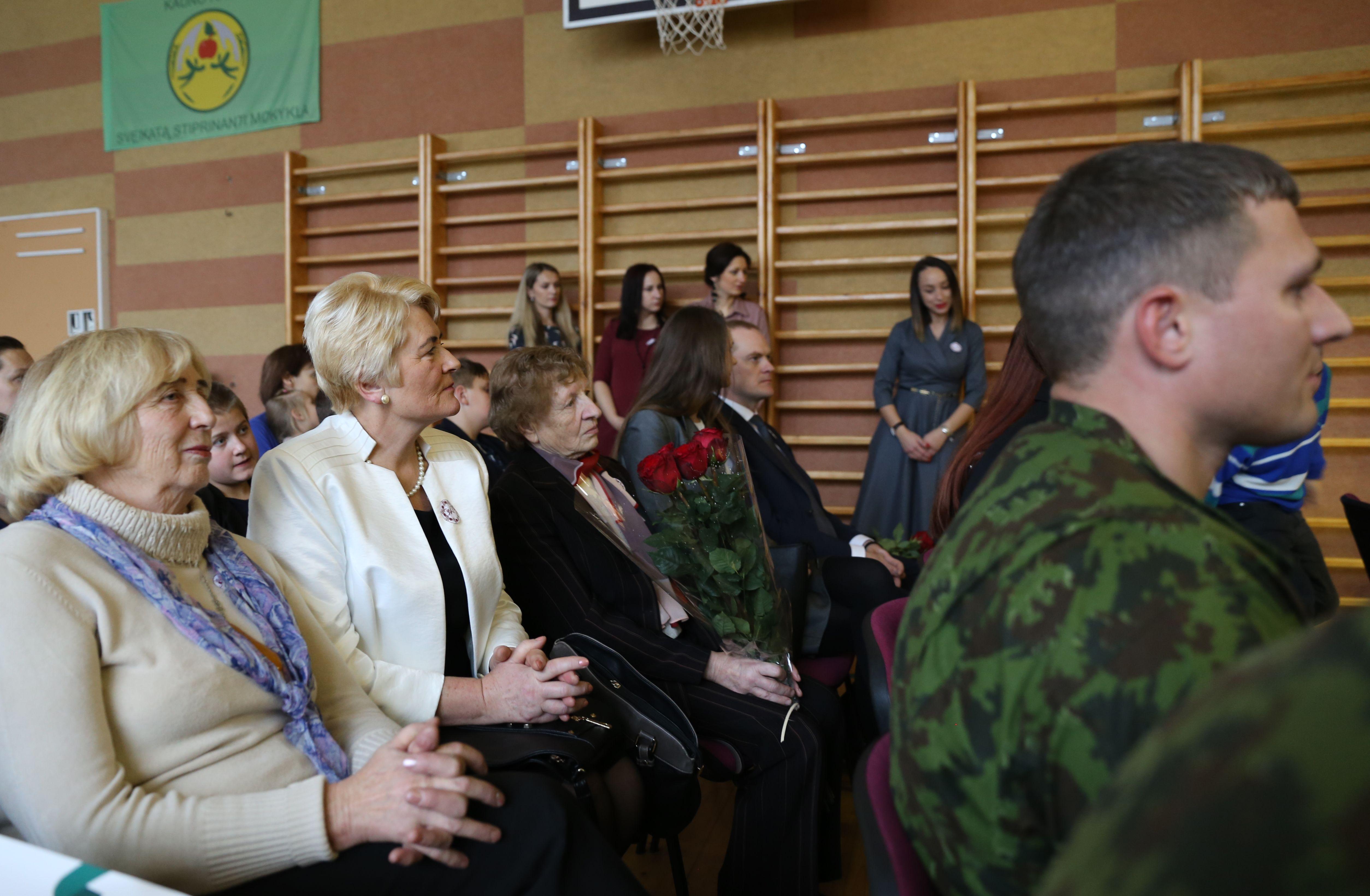 Žinomi zapyškiečiai nusilenkė savo mokyklai | Kauno rajono savivaldybės nuotr.