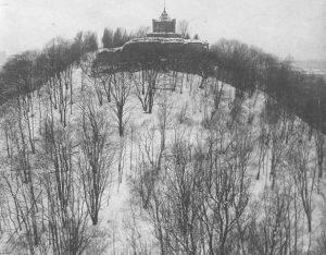 Rytinis Gedimino pilies kalno šlaitas. 1927 m.   Lenkijos valstybinis skaitmeninis archyvo nuotr.