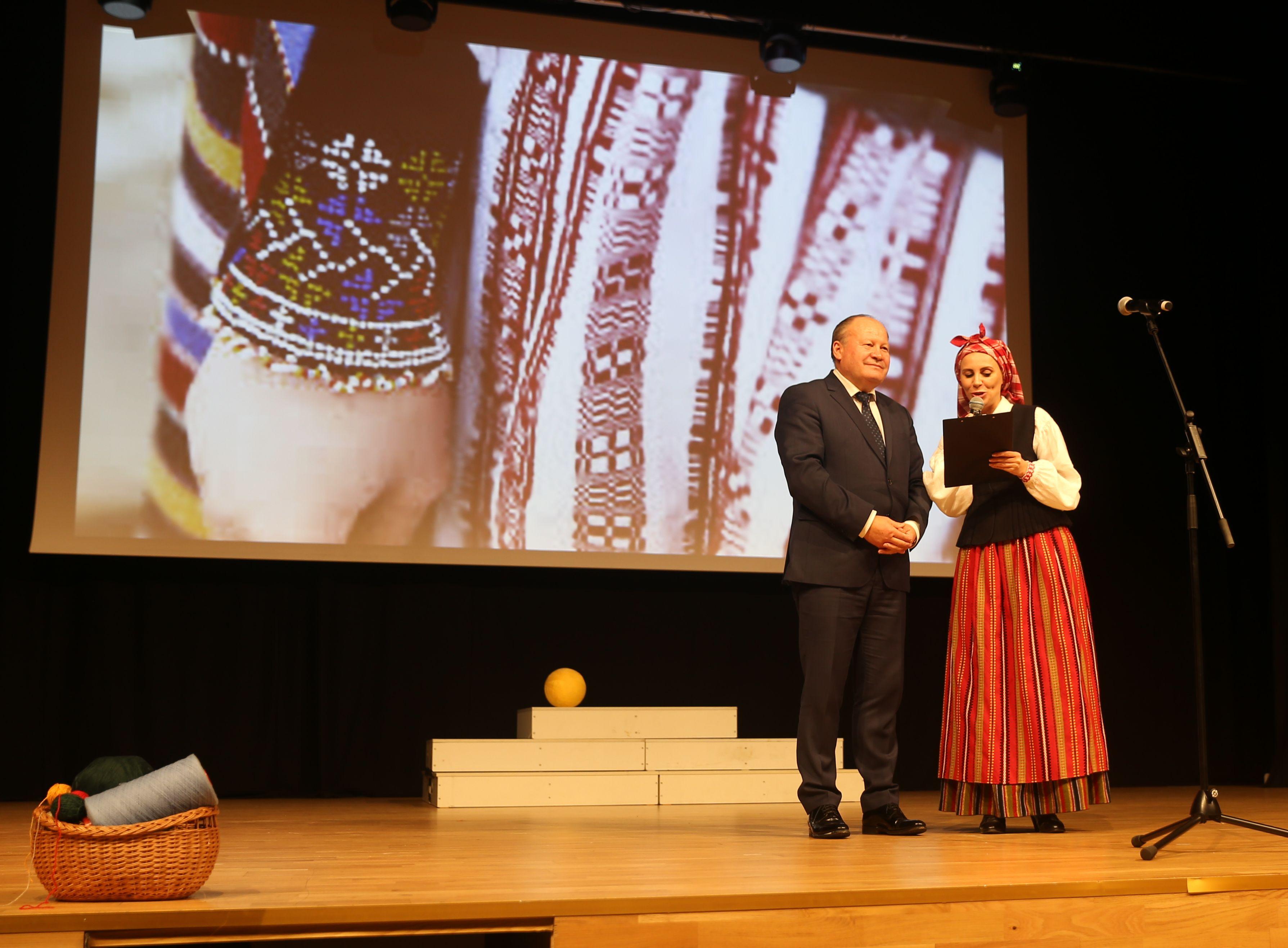 Raudondvaryje išsiskleidė visų Lietuvos regionų tautiniai kostiumai | Kauno rajono savivaldybės nuotr.