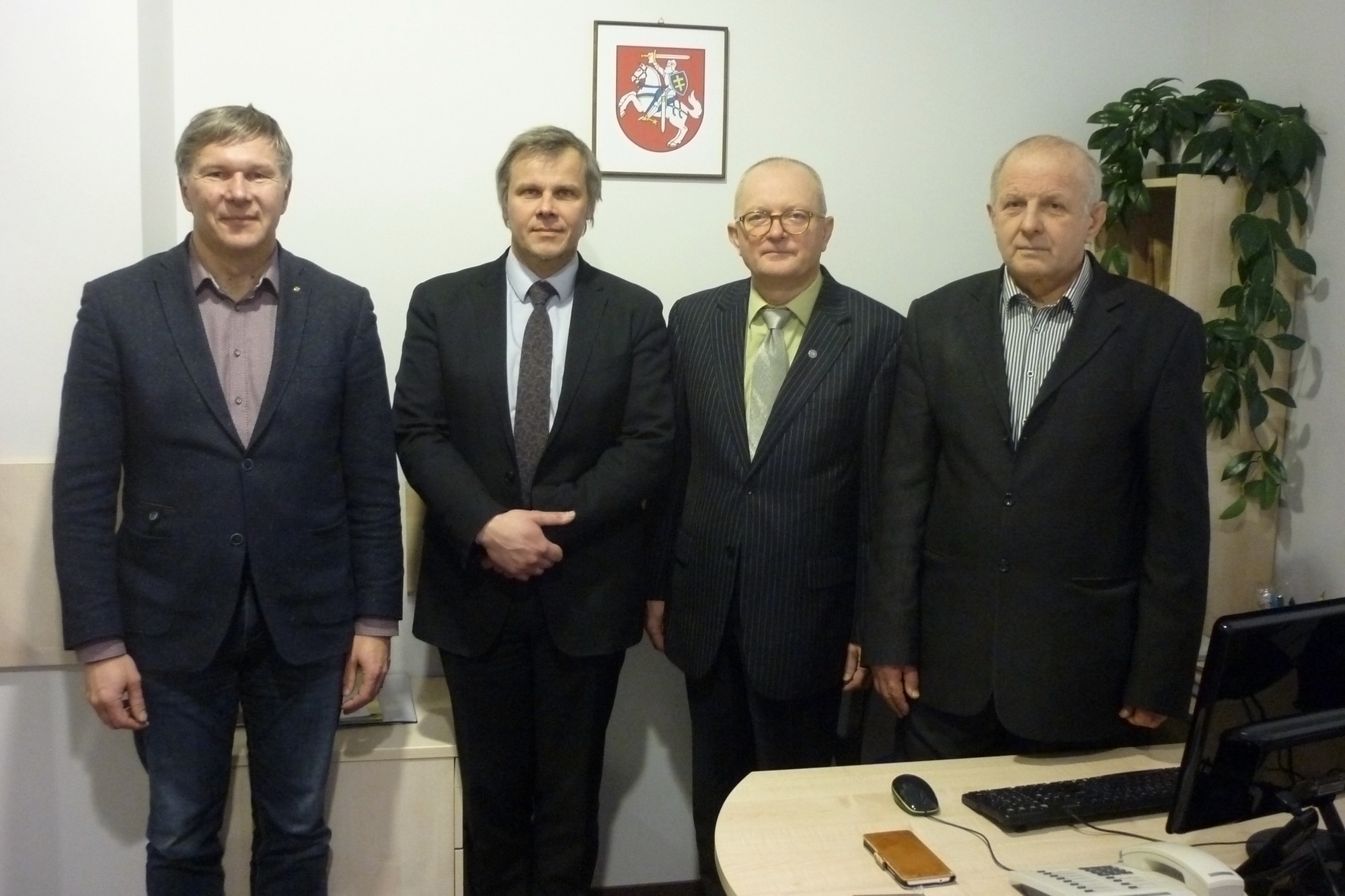 š kairės į dešinę: TALKOS tarybos pirmininko pavaduotojas Mindaugas Karalius, TALKOS tarybos pirmininkas Gintaras Karosas, VLKK pirmininkas Audrys Antanaitis, TALKOS tarybos narys dr. Kazimieras Garšva | Alkas.lt nuotr.