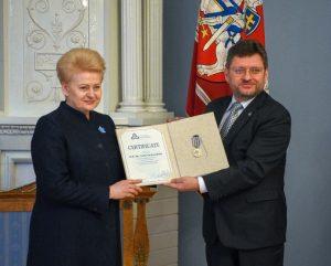 Lietuvos Respublikos Prezidentei Daliai Grybauskaitei įteiktas Baltijos Asamblėjos medalis | lrp.lt nuotr.
