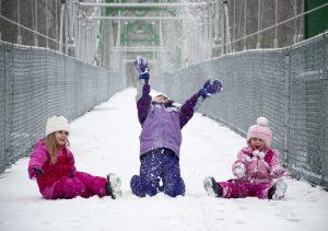 Vaikų žaidimai lauke reikalingi ir žiemą: idėjos, ką veikti | Pixabay nuotr.