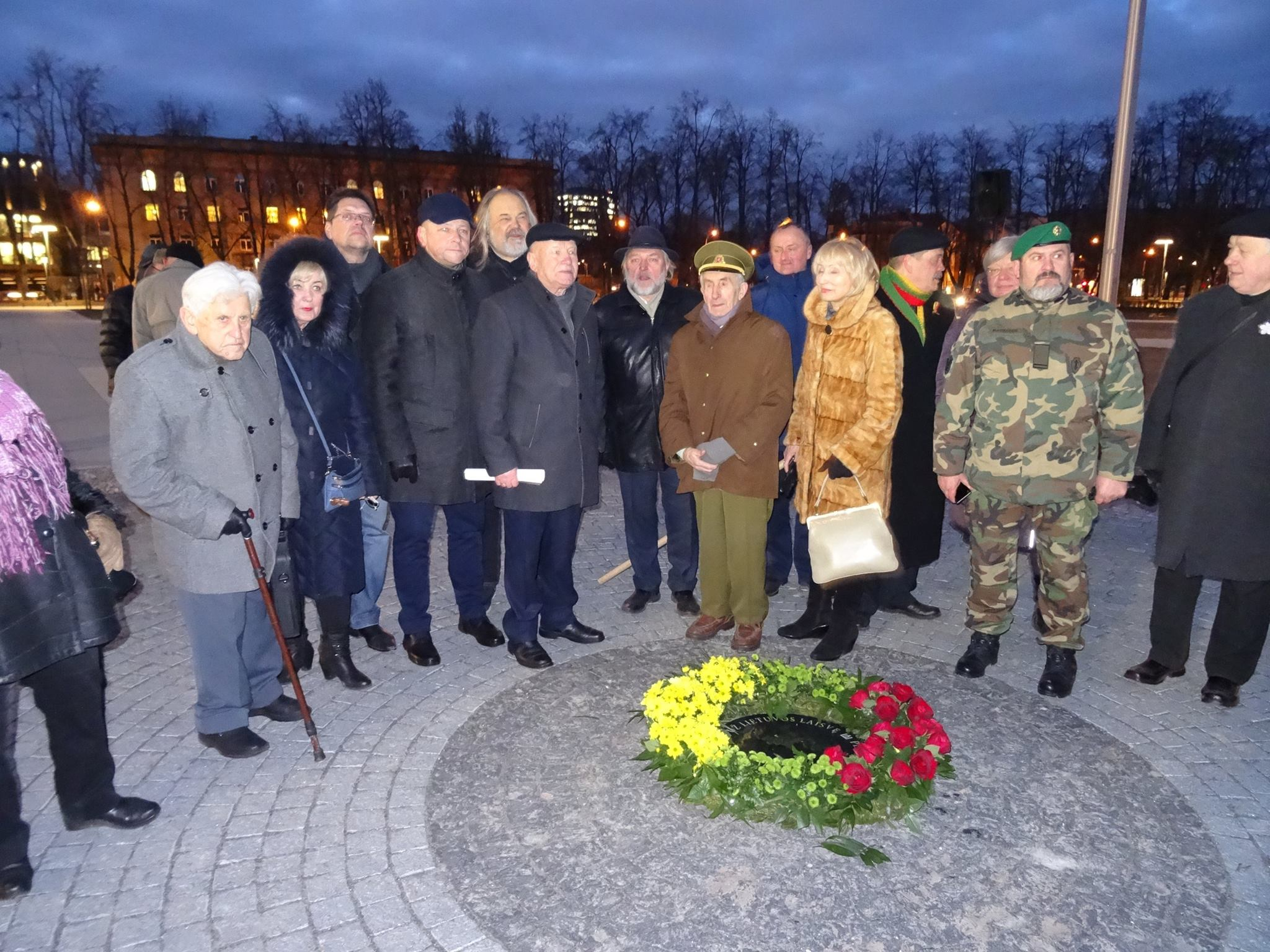 Prie įkastų šventenybių Lukiškių aikštėje | J. Buroko FB paskyros nuotr.