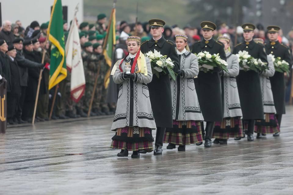 3. Lietuvos kariuomenės dienos minėjimas Vilniuje Katedros aikštėje 2017-11-23 | Wikipedia.org nuotr.