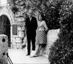 Marcelijus Martinaitis su Gražina Martinaitiene 1966 m. rugsėjo mėn., Piatigorske, prie Michailo Lermontovo grotos   Lietuvos rašytojų sąjungos leidyklos nuotr.