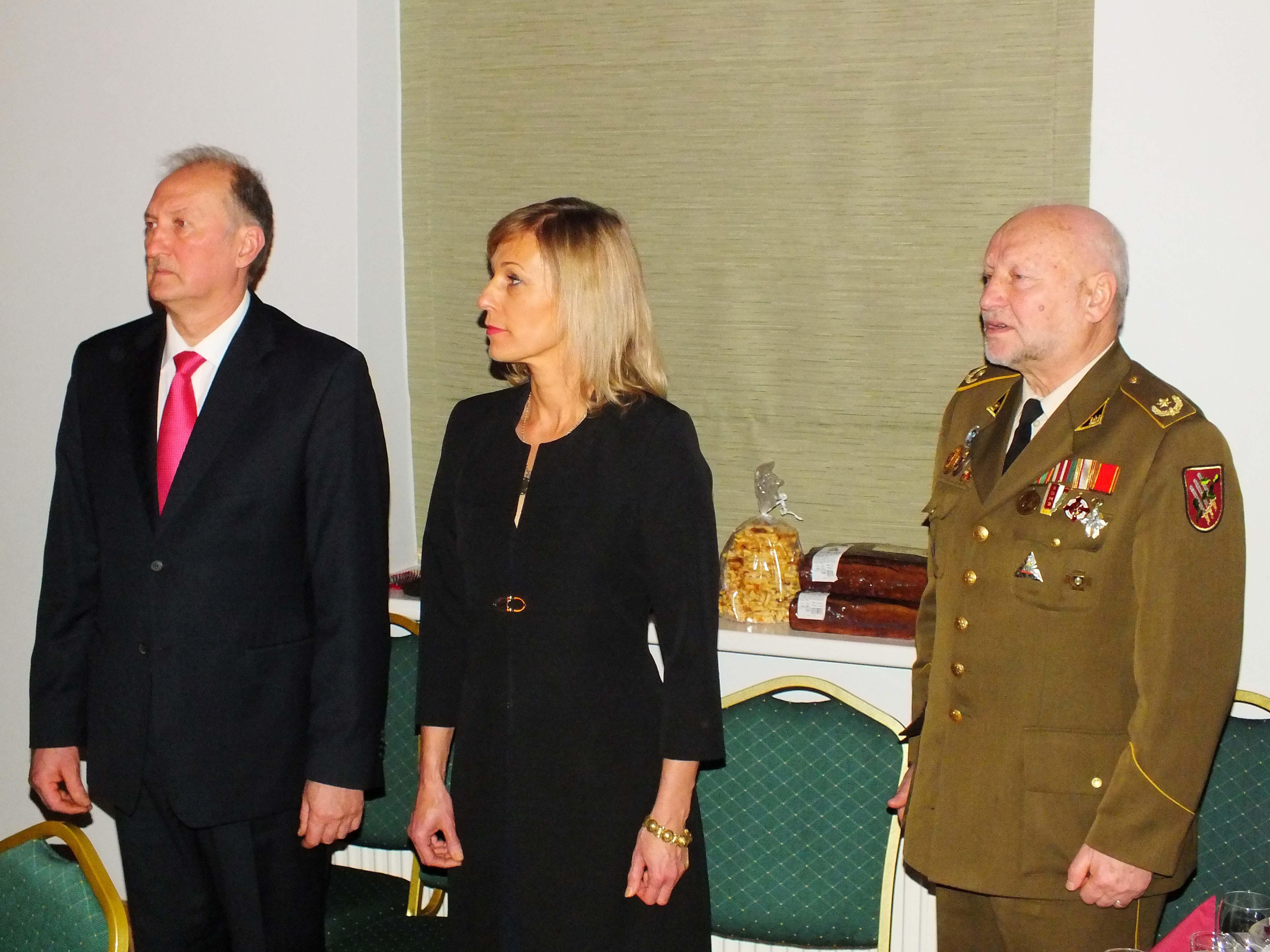 Iš kairės: Normunds Orleans, Diana Orleane ir dim. mjr. Antanas Burokas | P. Šimkavičiaus nuotr.