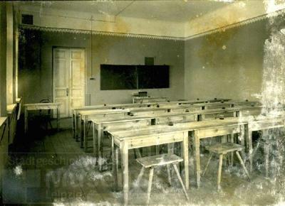 Karo mokykla Kaune, fotografuota 1917 m tarp rugpjūčio ir spalio – vaizdas iš vidaus. Auditorija | Leipzigo miesto muziejaus nuotr.