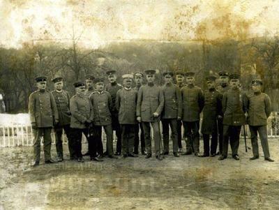 Kriegschule in Kowno, aufgenommen September bis Oktober 1917 – Grupinė mokytojų kolegijos nuotrauka su majoru Reinecke | Leipzigo miesto muziejaus nuotr.