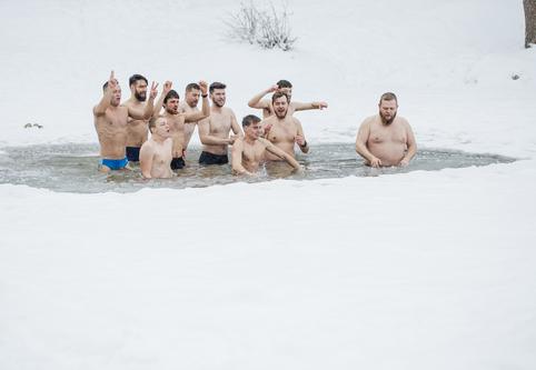 Epidemijoms NE: šis grūdinimosi būdas žiemą prieinamas kiekvienam | Lietuvos sveikuolių sąjungos nuotr.