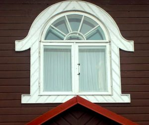 Vilnius, Žvėryno rajonas. Birutės g. 19. Antrojo aukšto langas šiaurės fasade | A. Stabrausko nuotr.