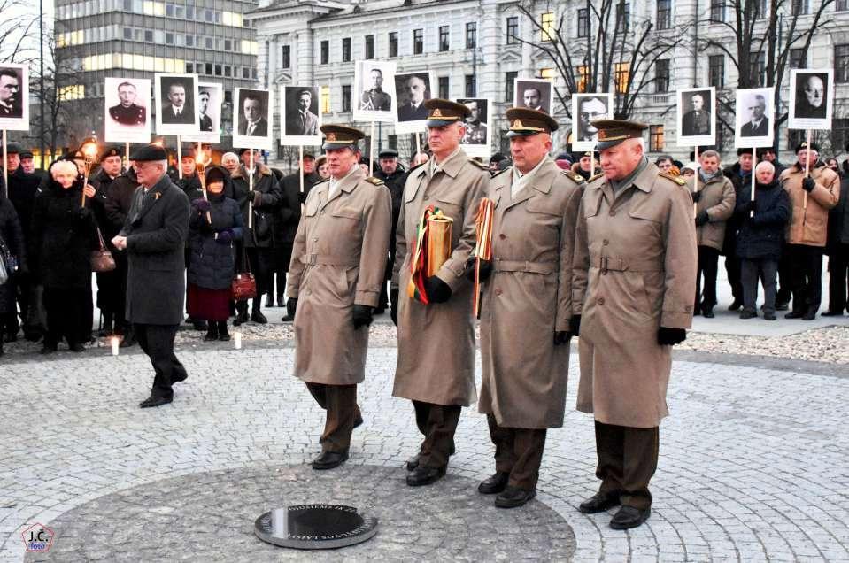 Kapsulės su Laisvės kovų relikvijomis atnešamos į Lukiškių aikštę 2018 m. sausio 12 d. | Rengėjų nuotr.