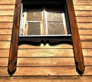 Vilnius, Žvėryno rajonas. Vykinto g. 17. Pietų fasado langas | A. Stabrausko nuotr.