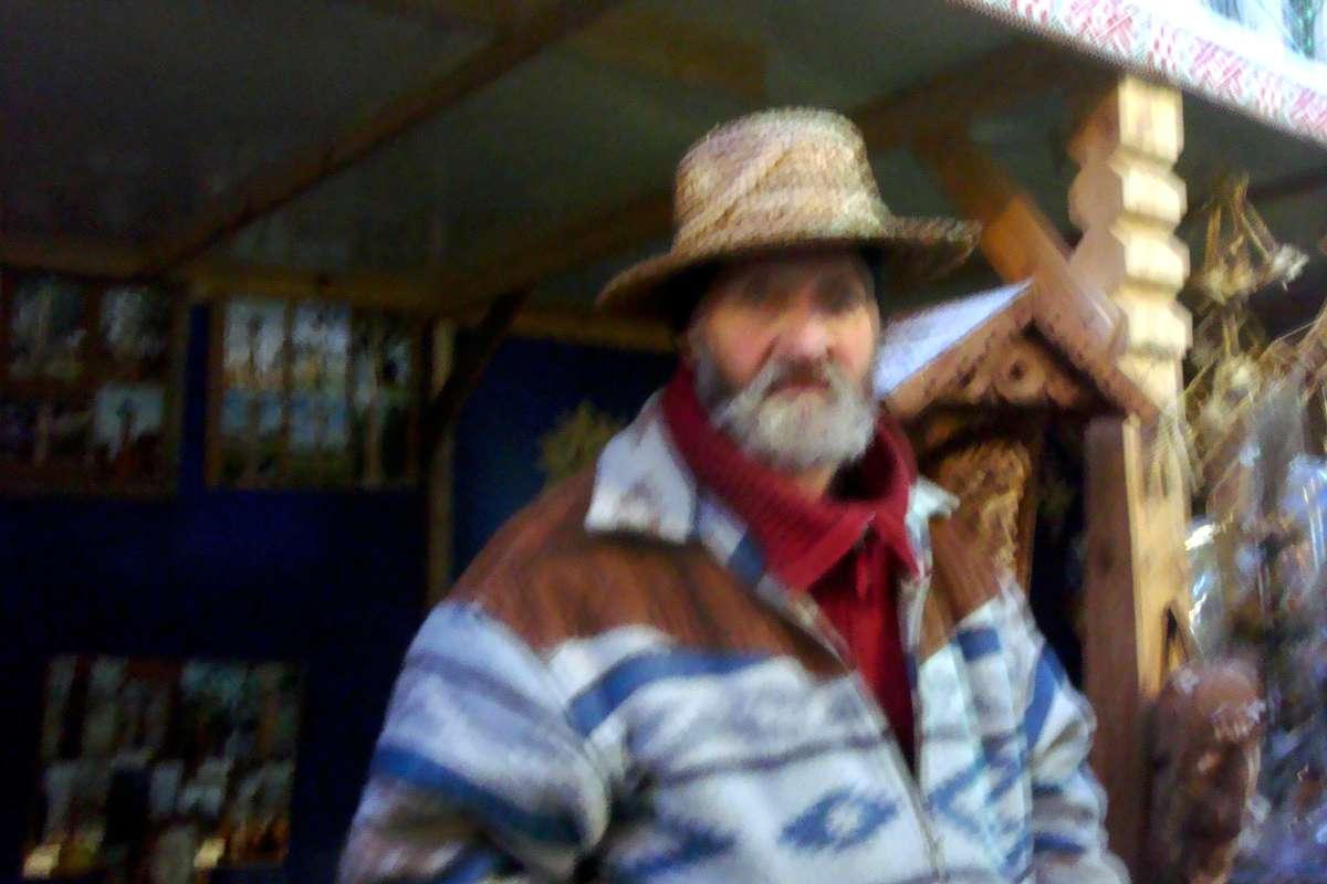 Medžio drožėjas, kryždirbys Pranas Petronis kaziuko mugėje Vilniuje | D. Rastenienės nuotr.