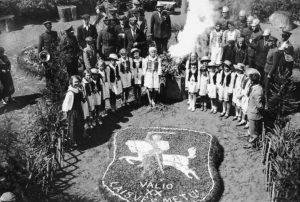 Lietuvos valstybės atkūrimo dešimtmetį-minint. Autorius nežinomas. 1938 m. | E. Šiaučiūnaitės asmeninio archyvo nuotr.