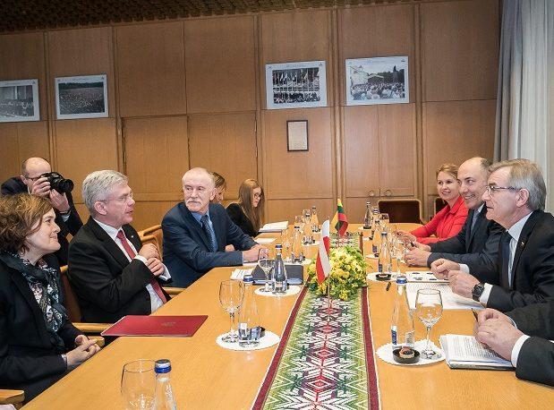 Seimo Pirmininkas Viktoras Pranckietis susitiko su Lietuvoje viešinčiu Lenkijos Respublikos Senato Pirmininku Stanislavu Karčevskiu | lrs.lt nuotr.