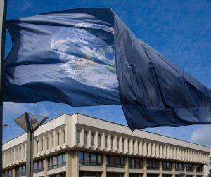 Žemes dienos vėliava. | O.Posaškovos nuotr., Seimo kanceliarija