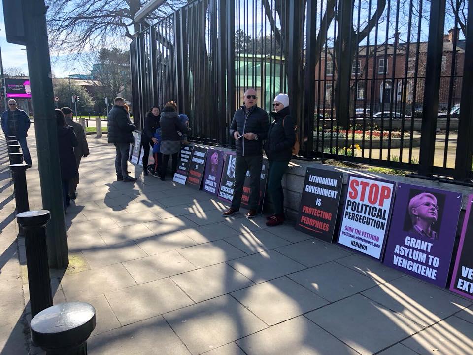 Piketas Dubline | Stop pedofilijai! FB nuotr.