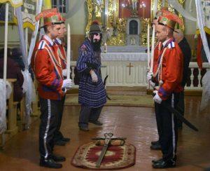 Velykų nakties budėjimas Pievėnų Jėzaus Nukryžiuotojo bažnyčioje | E. Butikio nuotr.