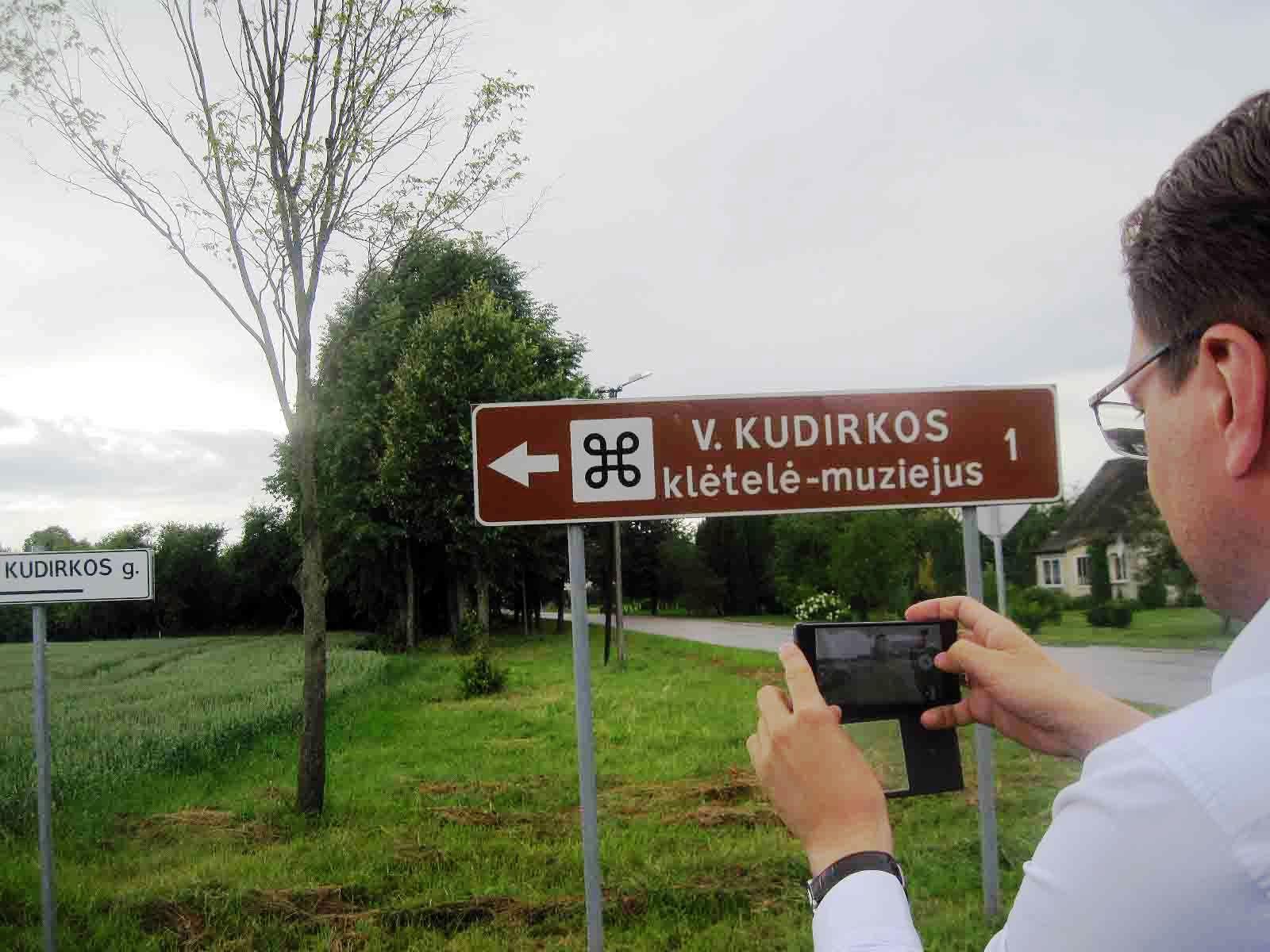 Rodyklė tebekviečia į jau neveikiantį Vinco Kudirkos muziejų | P. S. Krivicko nuotr.