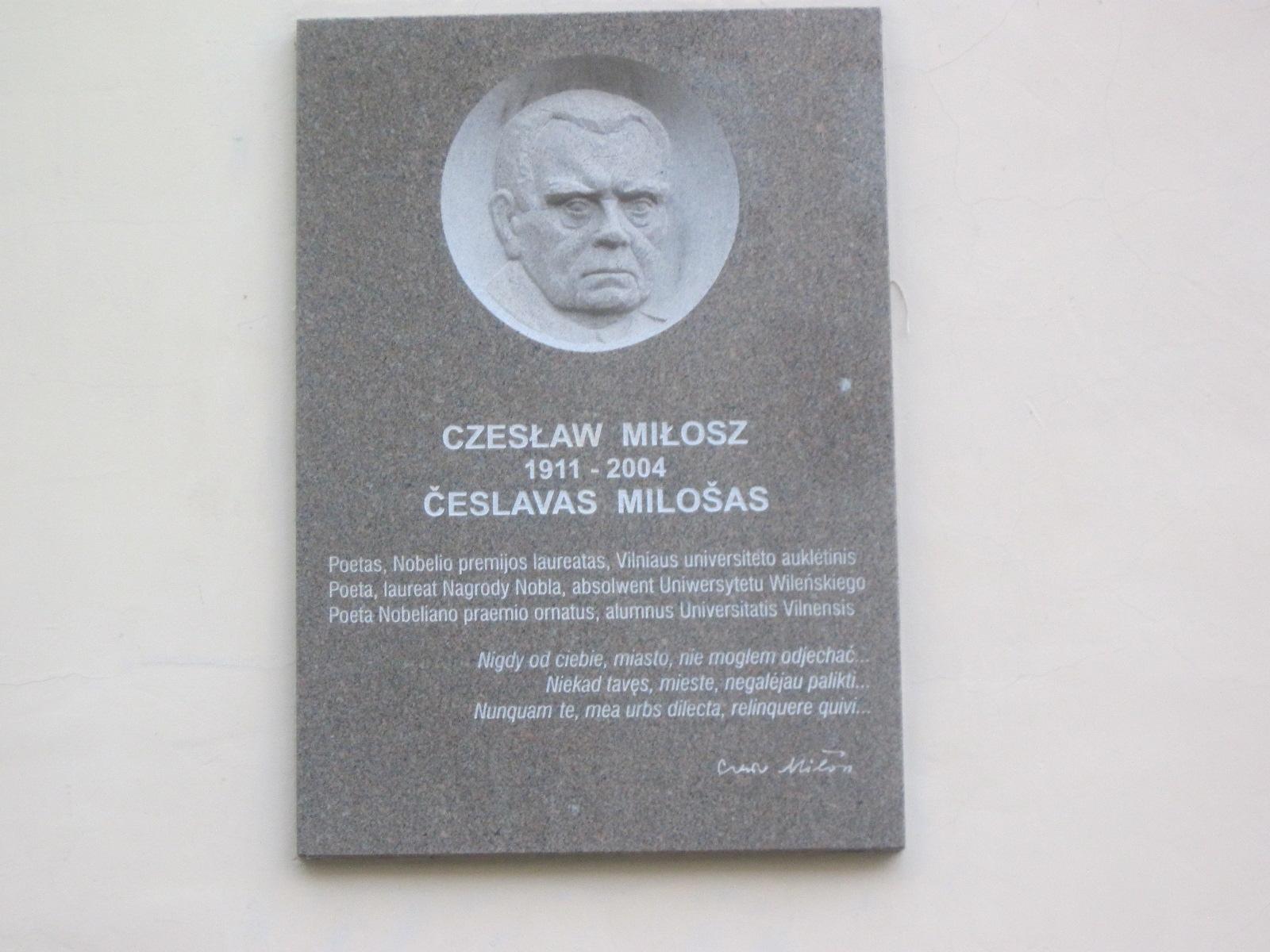Česlovo Milošo atminimo lenta Vilniaus universiteto Filologijos kieme | P. S. Krivicko archyvo nuotr.
