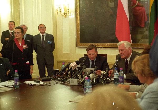 Lenkijos ir Lietuvos prezidentų Aleksandro Kvašnievskio ir Algirdo Mykolo Brazausko spaudos konferencija | P. S. Krivicko archyvo nuotr.