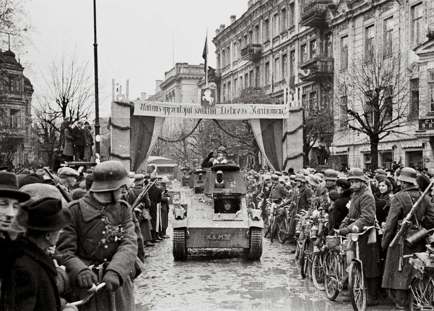 J. Miežlaiškis. Lietuvos kaiuomėnė įžengia į sugražintą Vilnių. 1939 m. | V. Juraičio archyvo nuotr.