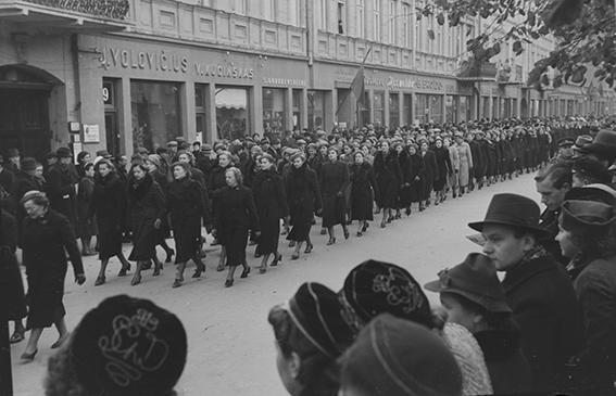 J. Miežlaiškis. Moterų eisena. Laisvės alėja. Kaunas.1938 m. | V. Juraičio archyvo nuotr.